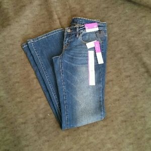 Low-rise,  boot cut jeans,  TAGS!!!