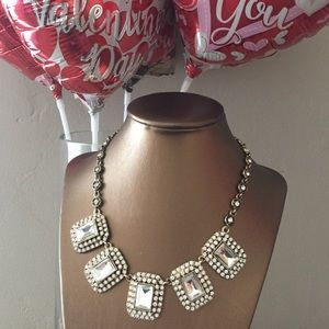 HOLIDAY SALE NWT Gorgeous Crystal Gem Necklace