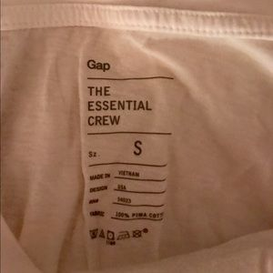 Never worn GAP essential tee
