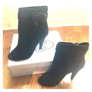 Steve Madden black peep toe ankle booties