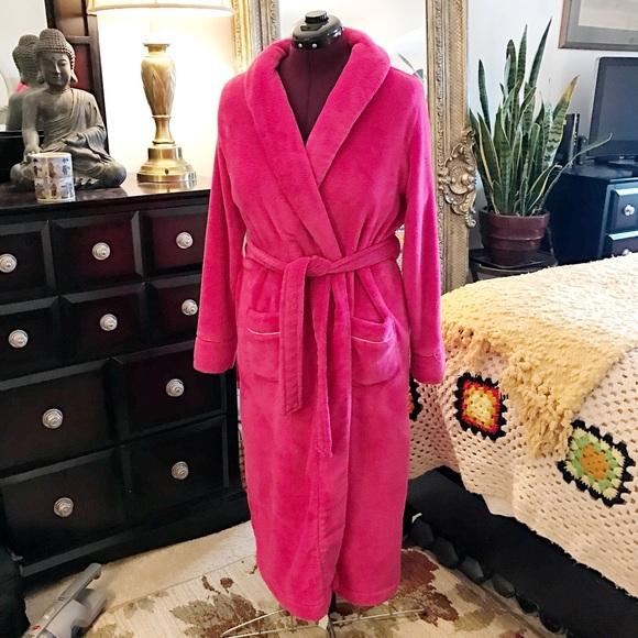 Victoria s Secret cozy long robe plush fleece. M 587ab02cea3f36cc09055ae3 658041d3e