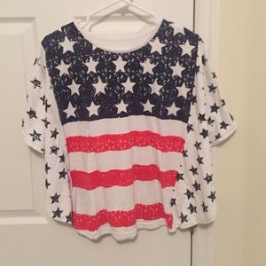 Tops - Flag t-shirt with flowy sleeves