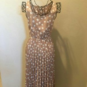 Vintage polka dot sleeveless dress!