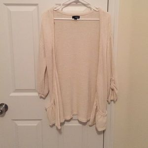 Sweaters - Long cream colored cardigan with pockets