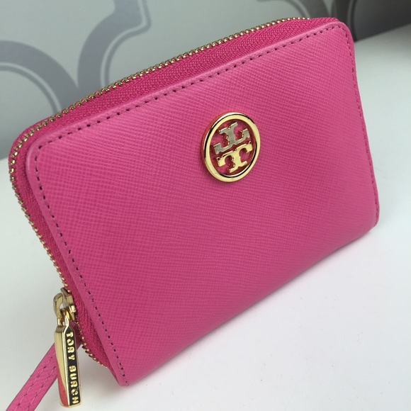 68df684a9379 AUTHENTIC Tory Burch Robinson Zip Coin Case. M 587ac58a9c6fcff6d705acc9