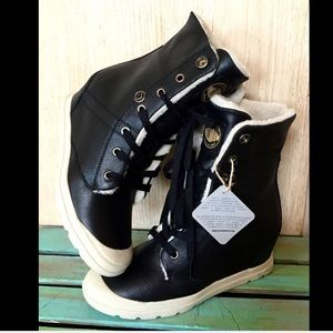 Urban Outfitters Shoes - Urban Outfitters Palladium black Hidden Wedge 7
