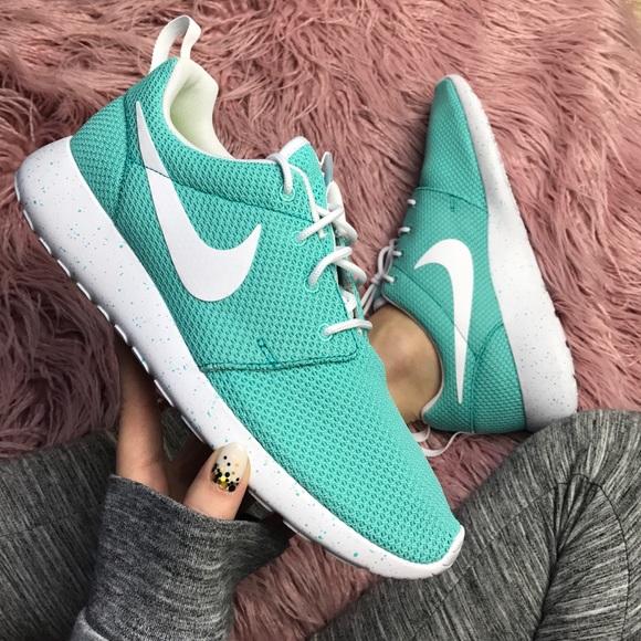 reputable site b74aa 93400 NWT Nike ID custom roshe Oreo