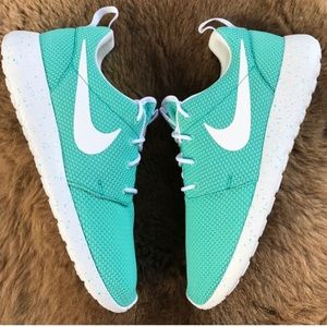 Nike Shoes - NWT Nike ID custom roshe