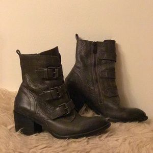 Killer Vince Camuto grey boots