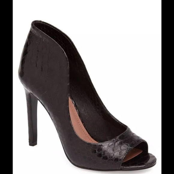 4770b5d0b65 Vince Camuto Karolynn Leather Snake Python Heel. M 587b46375a49d02d26079b98