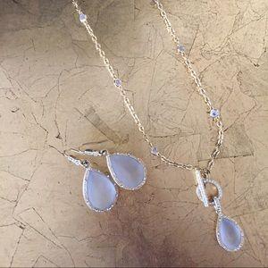 Landau Jewelry - Landau gold toggle necklace and drop earrings