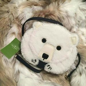 Adorable polar bear crossbody with fishy zipper 😙