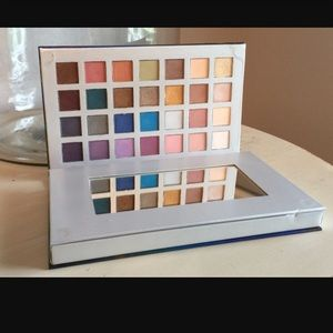 Ulta s/o le hello beautiful deluxe palette