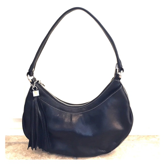 ea36e963b4 Black leather Perlina hobo with tassel. M 587bb4d7bcd4a7467400d33b