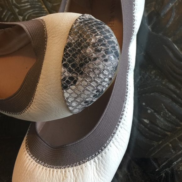 Banana Republic Shoes - Banana republic snakeskin flats