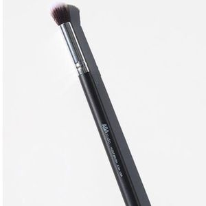 Other - Round Precision Makeup Brush