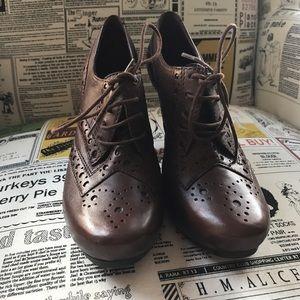 Gianni Bini Shoes - Gianni Bini Choc Brwn oxford heels w/laces 👠sz 6