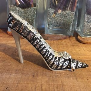 Accessories - Heel shaped ring holder