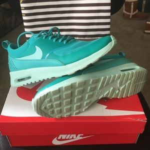 Women's Nike Air Max Thea size 7