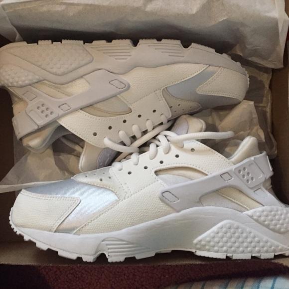 Nike Shoes | Womens All White Huaraches