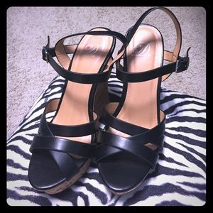 Heart in D size 6.5 black wedges
