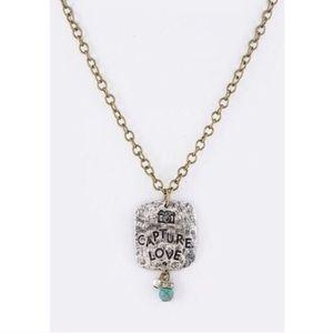 The CAPTURE LOVE necklace