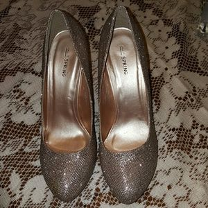 ♥️😊Sparkle and shine! Gold 4 1/2 in.heels🌹