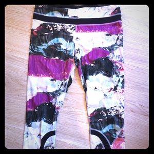 lululemon athletica Pants - Pigment Wave Run Inspires Crop Pants sz 10