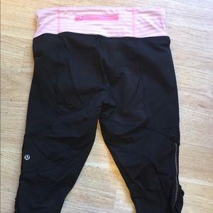 lululemon athletica Pants - Lululemon Run Dash Crops Black Pink Stripes Ruffle