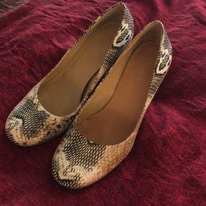 Aldo snakeskin pumps - very sexy