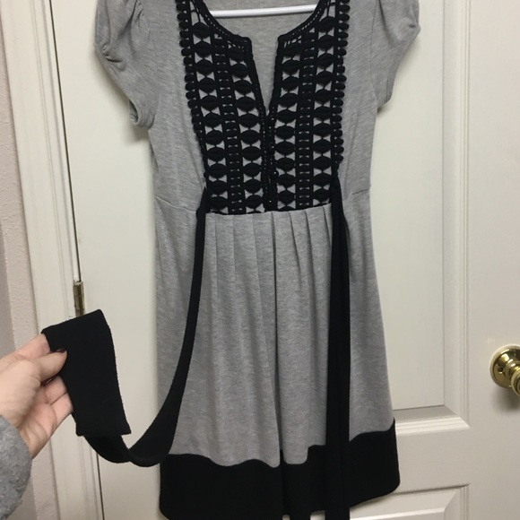 Dresses & Skirts - Gray black print dress