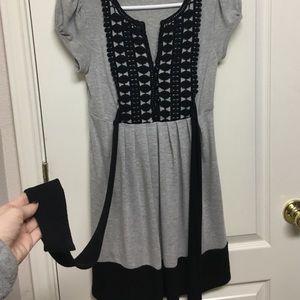 Dresses & Skirts - Gray black print dress