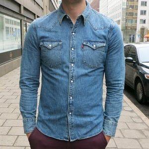 Levi's Other - Levi's slim fit medium wash denim button up shirt