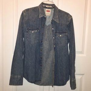 42402cb430 Levi s Shirts - 1x HP 🌟 Levi s slim fit medium wash denim shirt