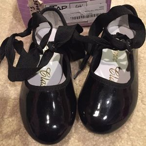 Dance Class Shoes - Barely worn toddler tap shoes