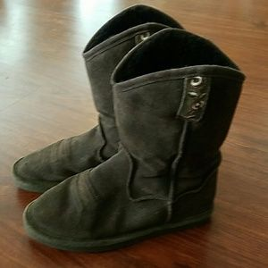 BearPaw Shoes - BearPaw boots amazing condition size 9