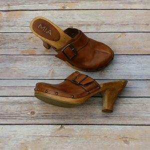 MIA Shoes - Cognac wooden heel clogs with buckle and grommets