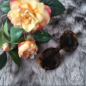 Accessories - Brown Sunnies