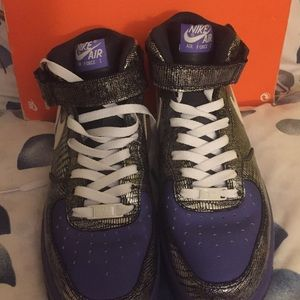 Size 9. Women's Nike Air Force 1's