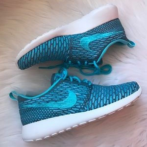 Nike Shoes - Nike Roshe Run Flyknit Sneakers