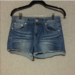 Almost Famous Pants - Used Almost Famous Jeans Size: 9