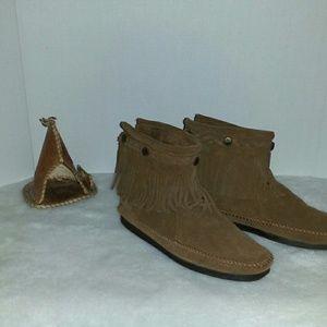 Minnetonka Shoes - MINNETONKA HIGH TOP BACK ZIP BOOTS