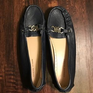 Adrienne Vittadini Shoes - EUC/NWOT Adrienne Vittadini navy flats