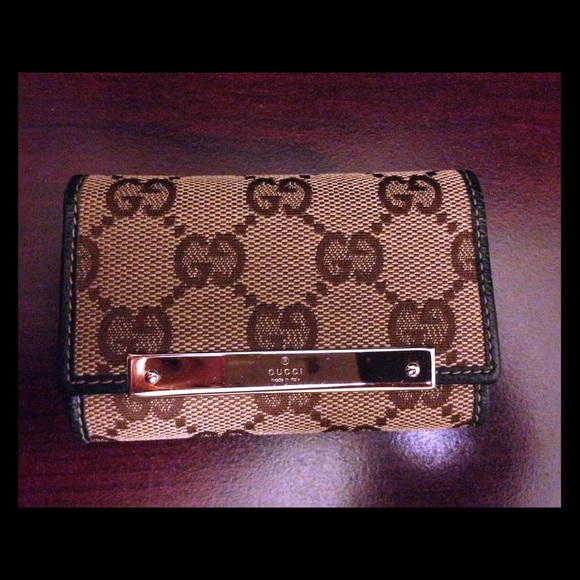 4fecec04b55 Gucci Accessories - Gucci Key Holder Case