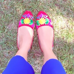 Shoes - Multicolor floral shoes in red