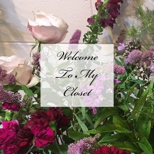 Welcome to my closet! About me! 💐