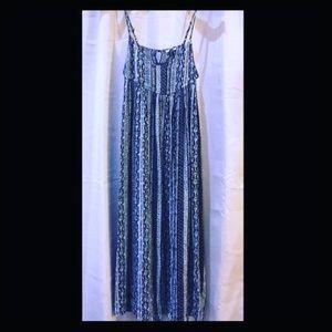 MAKE AN OFFER‼️Ecote Tribal Print Dress Size S