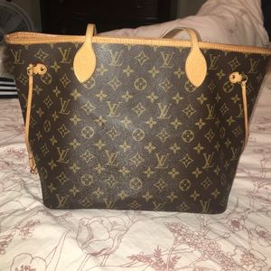 Louis Vuitton Handbags - Louis Vuitton Neverfull.