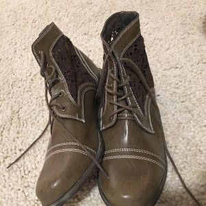 Aphorism Boots