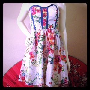 kandy kiss Dresses & Skirts - Strapless floral multi-colored dress